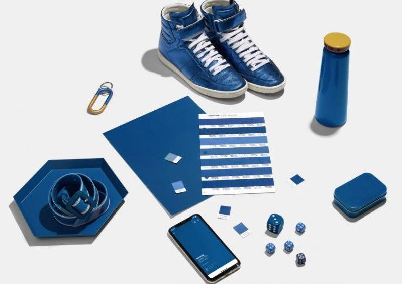 pantone-2020-classic-blue-reproducao-dezeen-1-800x564